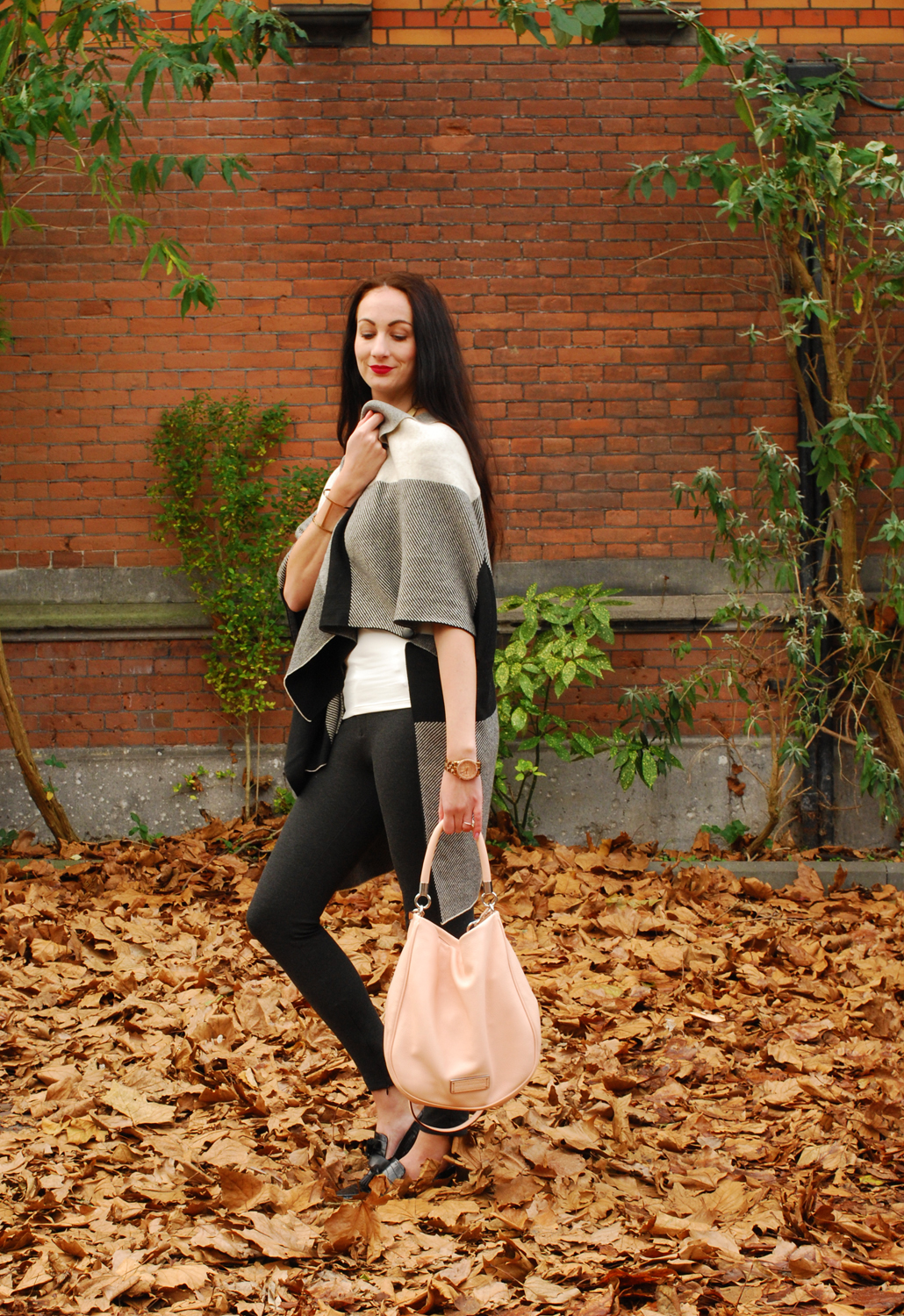Ruelle DLuxe Cozy Parisian Poncho outfit fashion OOTD outfit of the day