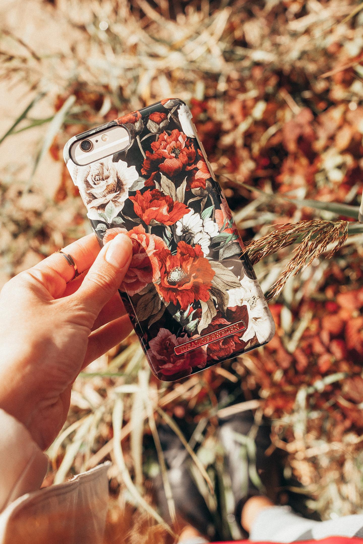 iDeal of Sweden iPhone 6 Plus case antique roses